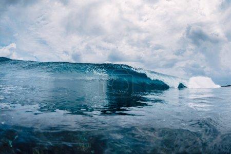 Foto de Azul de la onda en el océano. Agua clara en Hawaii - Imagen libre de derechos