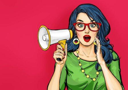 Incroyable Pop art fille dans des lunettes avec mégaphone dire quelque chose. Femme avec haut-parleur. Affiche publicitaire avec dame annonçant rabais ou vente .