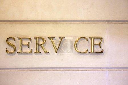 Photo pour Service hôtel, mur avec texte, lettre manquante - image libre de droit