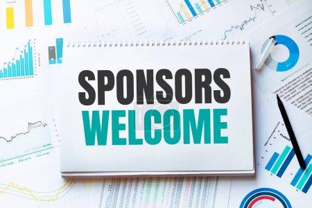 Photo pour Carnet avec outils et notes sur les sponsors, concept - image libre de droit