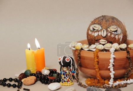 Ołtarz okultystyczny dla afrykańskich bogów. Szamanizm. Voodoo, Hoodoo.