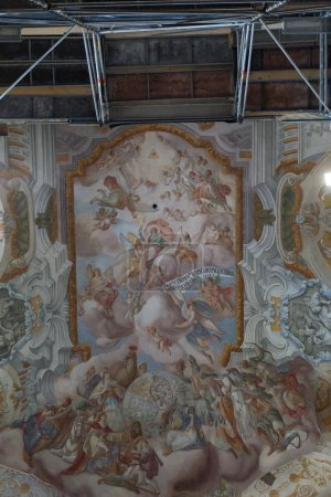 Photo pour Dôme de l'église orthodoxe à l'intérieur - image libre de droit