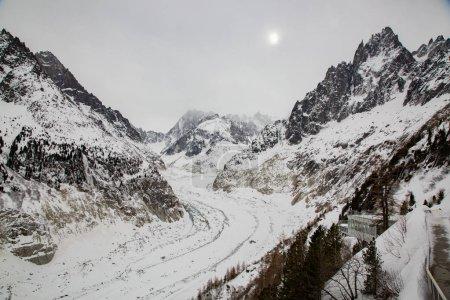 Photo pour La Mer de Glace - Mer de Glace - glacier de vallée situé sur les versants nord du massif du Mont Blanc, dans les Alpes françaises . - image libre de droit