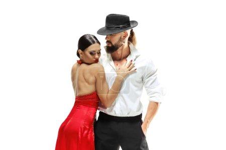 Photo pour Portrait de danseurs de tango d'élégance jeune isolé sur fond blanc - image libre de droit