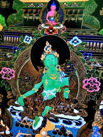 Photo pour Tara verte est une bouddha femelle ou bodhisattva. Elle est l'une des déesses les plus connues du monde bouddhiste tibétain. Elle est rapide et furieuse, mais très prompte à répondre à nos prières d'invocation pour nous sauver de la souffrance du monde Samsara . - image libre de droit