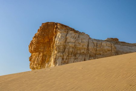 La réserve du désert d'Al-Dahik est considérée comme un musée de géologie en Jordanie qui comprend des terrains variés et des sculptures naturelles qu'il est rare dans le monde et que vous pouvez voir comme ça au Brésil et en Egypte seulement.Désert d'Al-Dahik, Al-Mafraq Jordanie