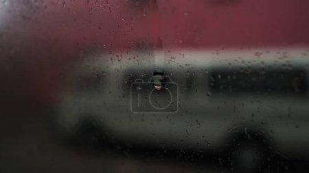 Photo pour Rain drops on window at morning - image libre de droit