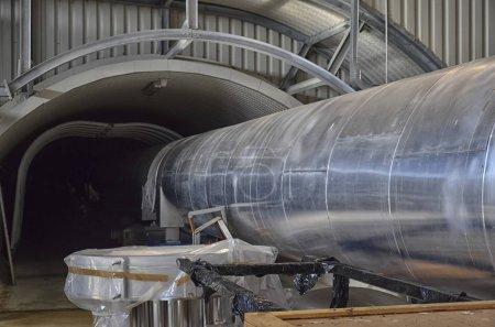 Photo pour Vue du tunnel intérieur de l'interféromètre Virgo - image libre de droit
