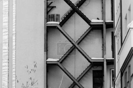 Photo pour Détail de la structure moderne construite avec escaliers - image libre de droit