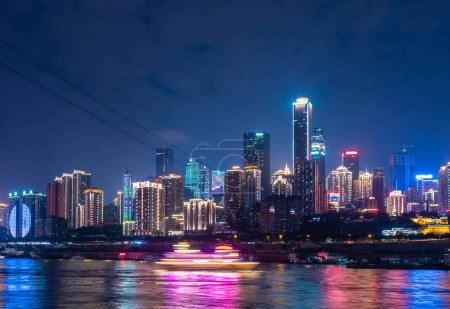 Photo pour View of downtown district of Chongqing city in China at night - image libre de droit
