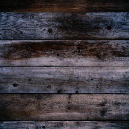 Photo pour Vieux mur en bois foncé nuit fond format carré - image libre de droit