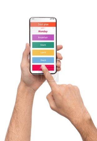 Foto de Aplicación de plan de dieta en la pantalla del teléfono móvil en manos masculinas, aisladas sobre fondo blanco - Imagen libre de derechos