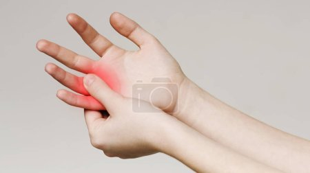 Pain and numbness in fingertips and palms. Woman m...