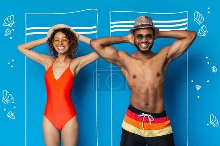 Photo pour Été calme-toi. Bain de soleil homme et femme afro-américain sur la plage, vue de dessus, photo conceptuelle - image libre de droit