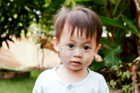 Photo pour Portrait du petit garçon bébé - image libre de droit