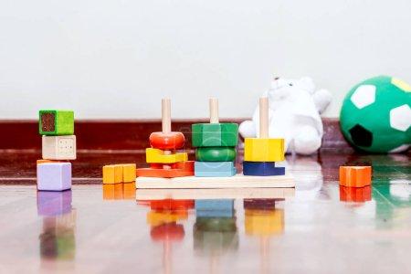 Photo pour Coloré un blocs de bois - image libre de droit