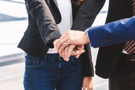 Photo pour Business teamwork pile mains - concept de travail d'équipe - image libre de droit
