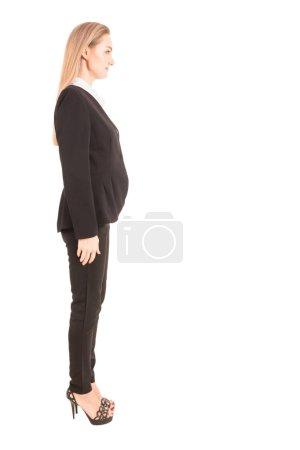 Foto de Retrato de empresaria sonriente en pie traje negro aislado sobre fondo blanco - Imagen libre de derechos