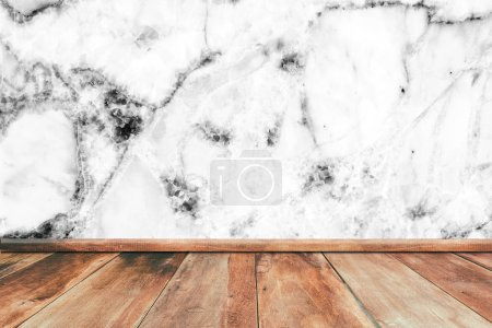 Foto de Piso de madera con textura de pared de mármol blanco para mostrar su fondo productos - Imagen libre de derechos