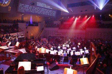 Photo pour Miami, Floride - 20 janvier 2018 que le New World Symphony fête ses 7 ans de la création des interprétations et exécutions audiovisuelles avec des projections sur la salle de concert les voiles - image libre de droit