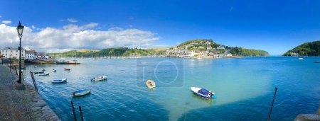 Photo pour Panorama de Bayard's Cove, où le Père pèlerin a appelé avant de partir pour l'Amérique. En regardant de l'autre côté de la rivière Dart à Kingswear, Devon, Angleterre, dans les Hams du Sud et prt de l'ouest du pays, une région d'une beauté exceptionnelle - image libre de droit