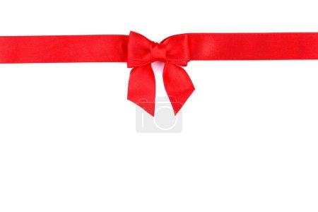 Photo pour Arc rouge avec ruban isolé sur fond blanc - image libre de droit