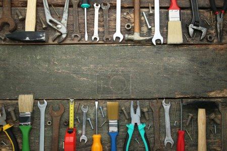 Photo pour Différents outils sur table en bois gris - image libre de droit