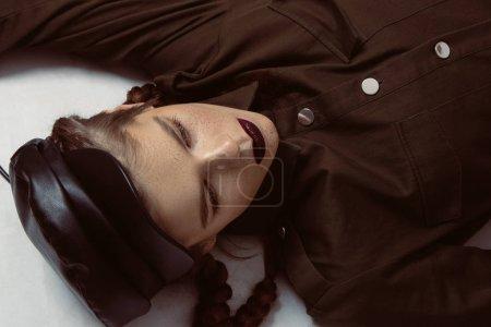Photo pour Cool look and clothes. Military style. Women - image libre de droit