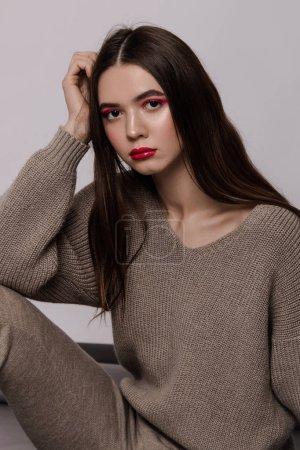 Photo pour Cool look and clothes. Red makeup. Ternder. Long hair - image libre de droit