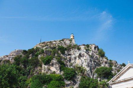 Foto de Faro en la cima del rock, Grecia. - Imagen libre de derechos
