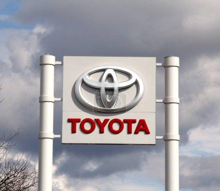 Photo pour Nurnberg, ALLEMAGNE - 31 mars 2018 : Toyota magasin concessionnaire. Toyota est le leader mondial de la vente de véhicules électriques hybrides - image libre de droit