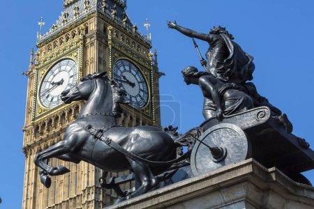 Photo pour Londres, Big Ben et la statue de Boadicea - image libre de droit