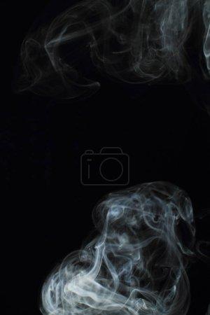 Photo pour Texture fumée blanche sur fond noir - image libre de droit