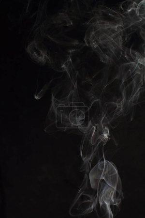 Photo pour Texture abstraite de fumée blanche sur fond noir - image libre de droit
