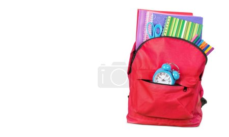 Photo pour Sac à dos scolaire rouge isolé sur blanc - image libre de droit