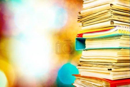 Photo pour Chemises de classement des documents sur fond - image libre de droit