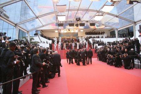 Photo pour Des photographes assistent à la projection de 'Solo : A Star Wars Story' lors de la 71e édition annuelle du Festival de Cannes au Palais des Festivals, le 15 mai 2018 à Cannes, France . - image libre de droit