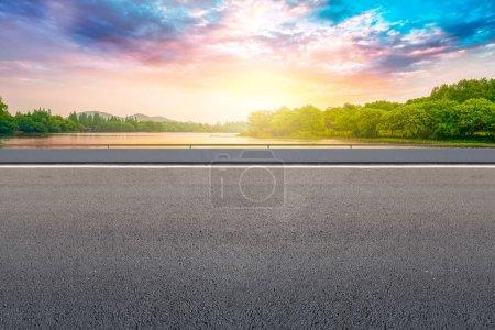 Photo pour Paysage panoramique avec lac à Hangzhou, Chine - image libre de droit