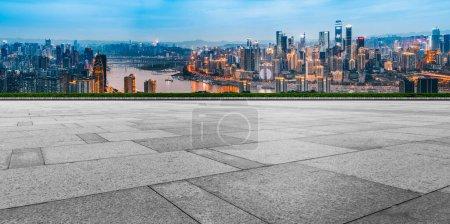 Photo pour Routes et places sur les villes, paysages urbains - image libre de droit