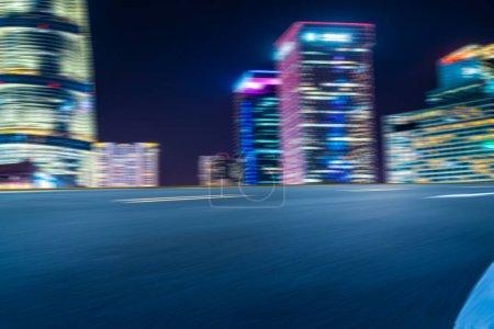 Photo pour Effet de vitesse de la nuit de la ville de Lujiazui à Shangha - image libre de droit