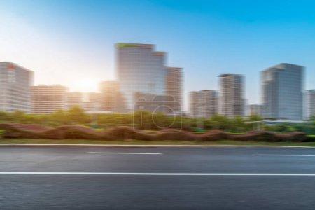 Photo pour Surface de la route et quartier financier de Jinan bureau de construction urbaine - image libre de droit