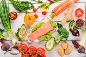 """Постер, картина, фотообои """"Рыбы и свежих овощей. Здоровая пища. На белом фоне деревянные. Здоровая пища. Вид сверху. Копией пространства."""""""