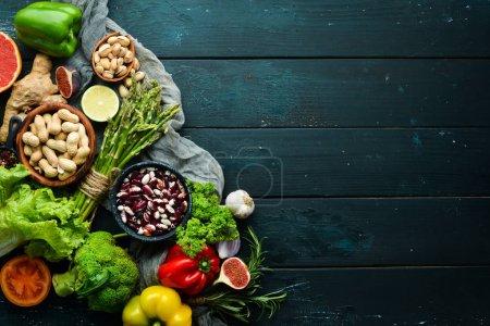 Comida ecológica. Verduras y frutas frescas. Vista superior. Espacio libre de copia .