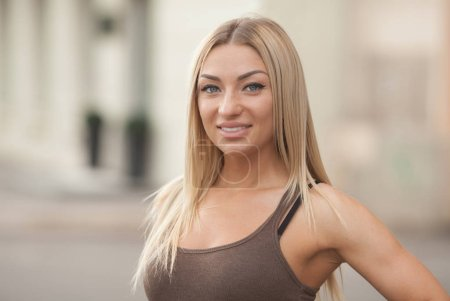 Photo for Beautiful and fashionable woman. Portrait of the young beautiful smiling woman outdoors enjoying summer sun.Young woman outdoors portrait. Soft sunny colors. Beautiful blonde woman outdoor - Royalty Free Image