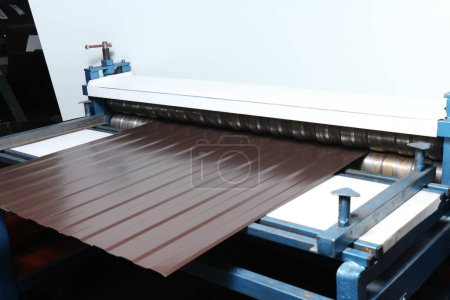 Photo pour Matériel de production de plaques de toiture - image libre de droit