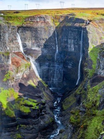 Photo pour Vue du paysage de la cascade de Haifoss en Islande. Contexte du concept nature et aventure. - image libre de droit