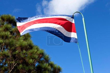 Photo pour Drapeau Costa rica sur le vent - image libre de droit