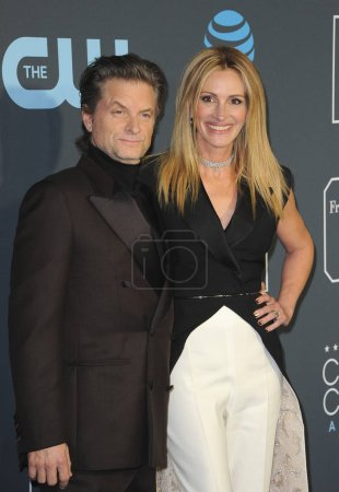 Shea Whigham and Julia Roberts