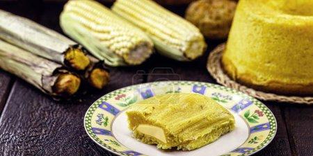 Bonbons typiques de la fête brésilienne de juin - purée, tourteau de maïs, maïs bouilli et pain de maïs.