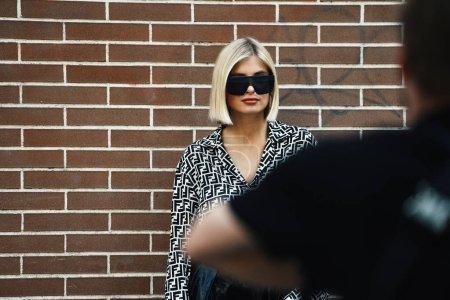Foto de Fendi ropa - ropa de estilo de calle durante la semana de la moda de Milán - Imagen libre de derechos